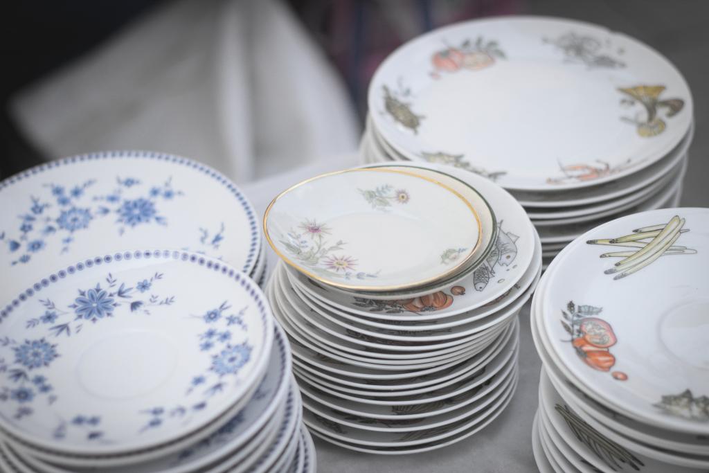 Multipel china plates