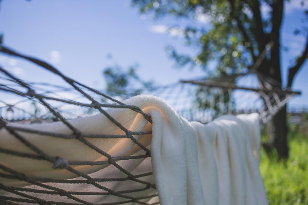 Hammock and blanket (white)